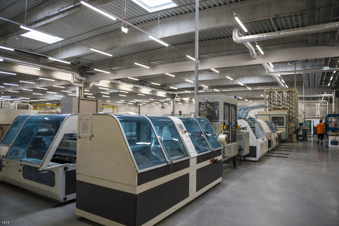 Az újrahasznosított higiéniai papírtermékeket gyártó olasz Lucart-csoport üzeme a Nyergesújfalui Ipari Parkban