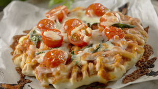 Próbáltad már a gofrit olasz fűszerekkel, olvadt sajttal, mint egy pizzaszeletet?