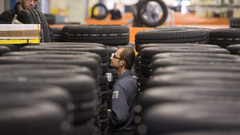 Több száz embert küld el két nagy autóipari cég