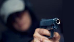 Szíven lőttek egy nőt, mellimplantátumai mentették meg az életét