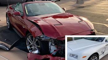 Összekeverte bérelt Mustangja pedáljait, majd beleszállt egy Rolls-Royce-ba