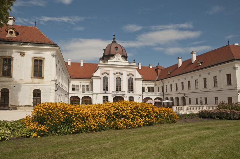 Wittelsbach Erzsébet magyar királyné, azaz Sissi kedvenc kastélya volt a Gödöllői Királyi Kastély, amelyet férjével, Ferenc Józseffel koronázási ajándékként kaptak meg. A barokk épület elegáns termei és lenyűgöző kertje most virtuális túra keretében járható be.
