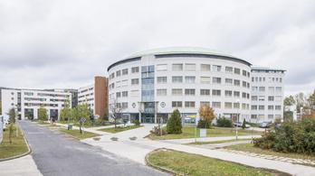 14 dolgozó és több beteg is koronavírusos a tatabányai Szent Borbála Kórházban