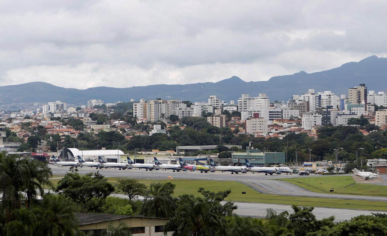 A brazil Azul légitársaság repülőgépei a Pampulha repülőtéren 2020. április 2-án