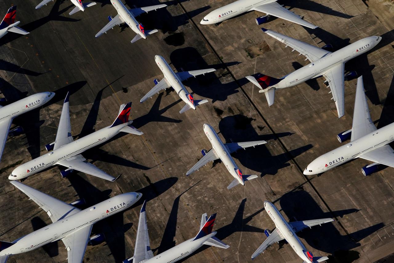 Delta Air Lines repülők a Birmingham-Shuttlesworth nemzetközi repülőtéren 2020. március 25-én