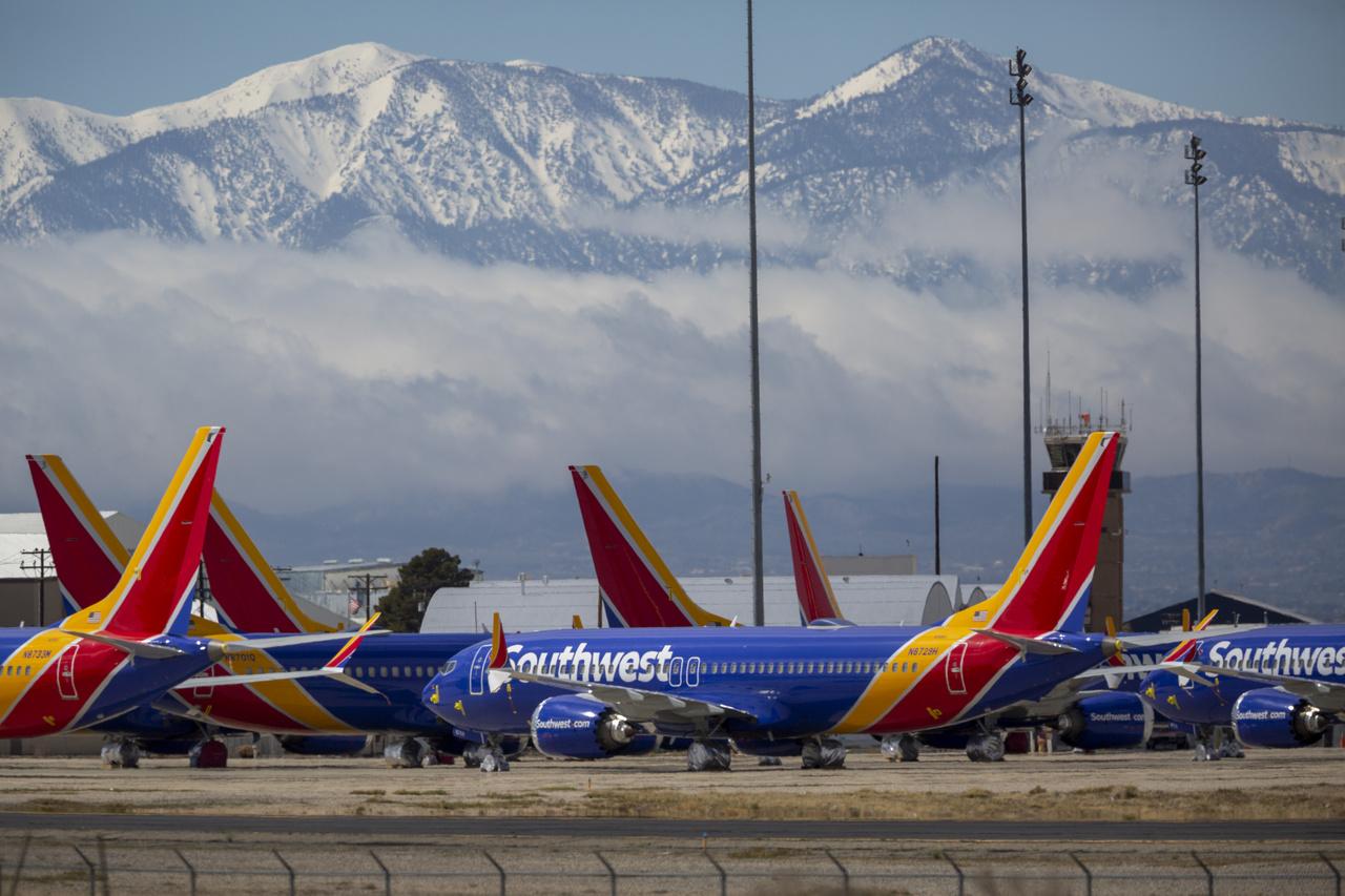 Southwest airlines parkoló gépei a Dél-kaliforniai logisztikai repülőtéren 2020. március 24-én