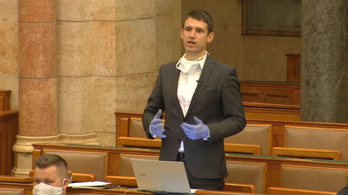 Szondát kért az esti parlamenti vita közben a kormánypárti képviselőkre egy független képviselő