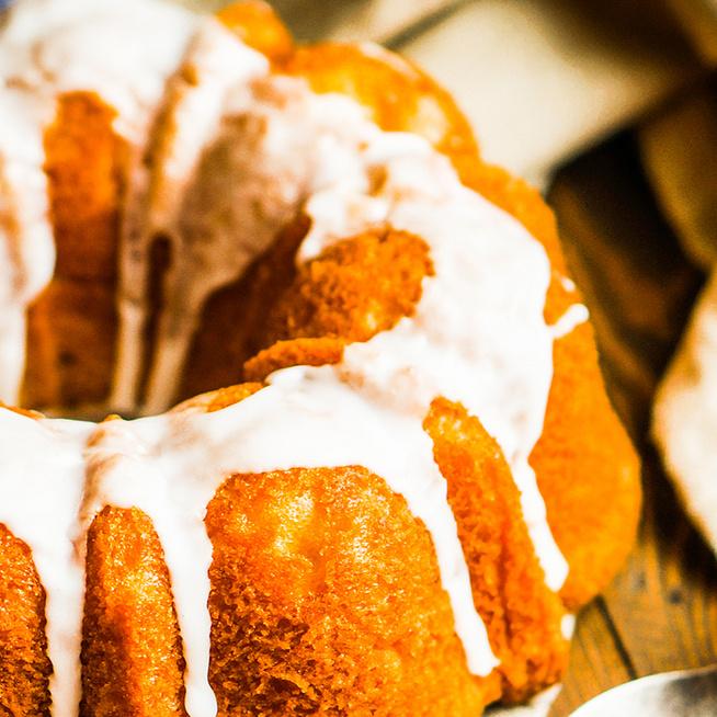 Puha citromos kuglóf mázzal bevonva – Egyszerű, mégis mutatós desszert