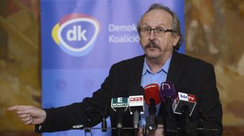 Ápolási támogatást adnak a DK-s polgármesterek Budapesten