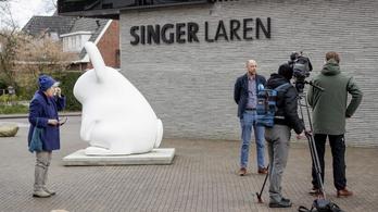 Egy nagy kalapáccsal törte be a holland múzeum ajtaját a Van Gogh-festmény tolvaja