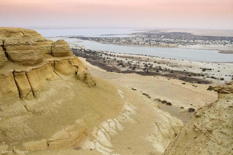 A Kairótól délnyugatra épült város, a mai Fajjúm lefedi az egykori Krokodeilopolisz területét, amit i