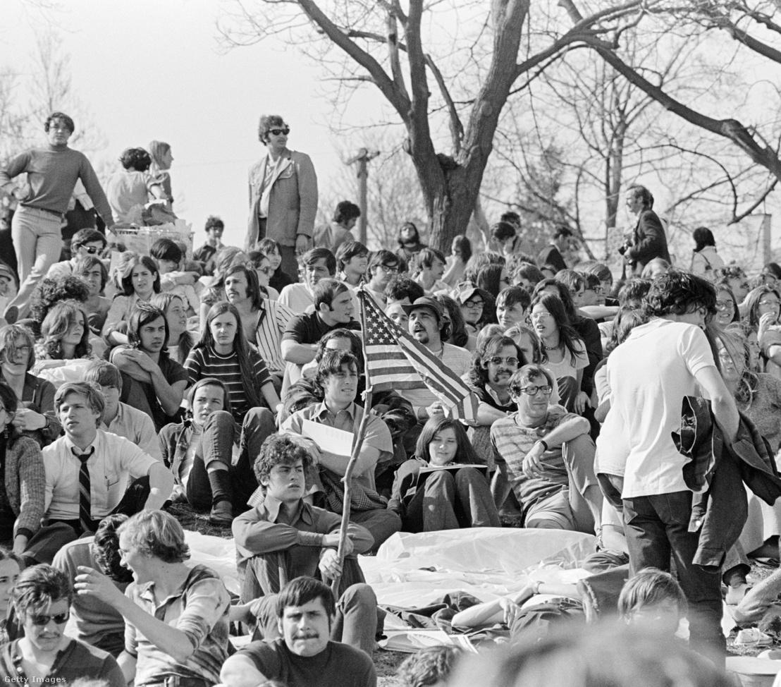 Tömeg az első megrendezett Föld Napján Philadelpiában 1970. április 22-én