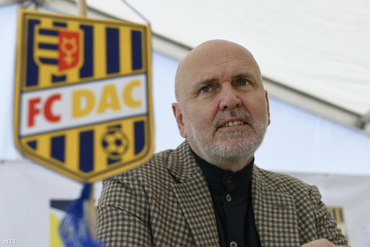 Világi Oszkár klubtulajdonos a dunaszerdahelyi DAC 1904 futballklub akadémiája a Mol Labdarúgó Akadémia átadása előtt tartott sajtótájékoztatón Dunaszerdahelyen 2018. november 16-án.