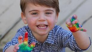 Lajos herceg két éves lett, és cukiságban behozta a testvéreit