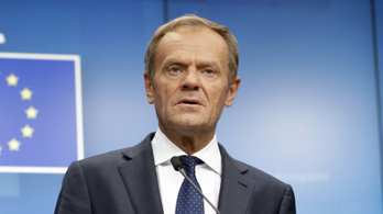 Bocsánatkérésre szólítja fel a lengyel lap a kormánymédiát Tusk lenácizása miatt