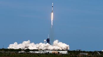 Nem ufó, műholdraj: újabb 60 Starlink-műholdat állított pályára a SpaceX