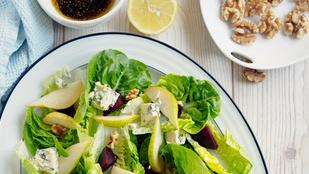 Dióval és körtével is finom a fejes saláta, főleg, ha egy különleges kéksajtos öntet is kerül a tetejére