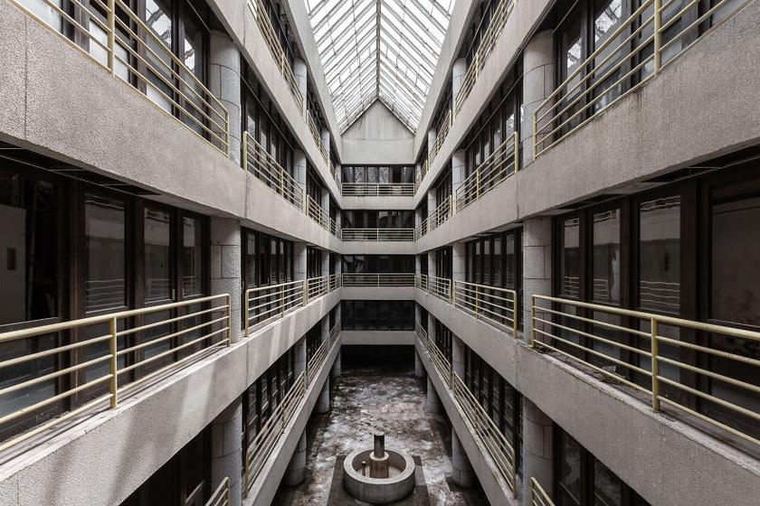 Szovjet időkben épült, 1991 óta elhagyatott kórház.
