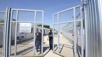 Uniós főtanácsnok: jogellenes a migránsok 28 napot meghaladó fogvatartása a tranzitzónában