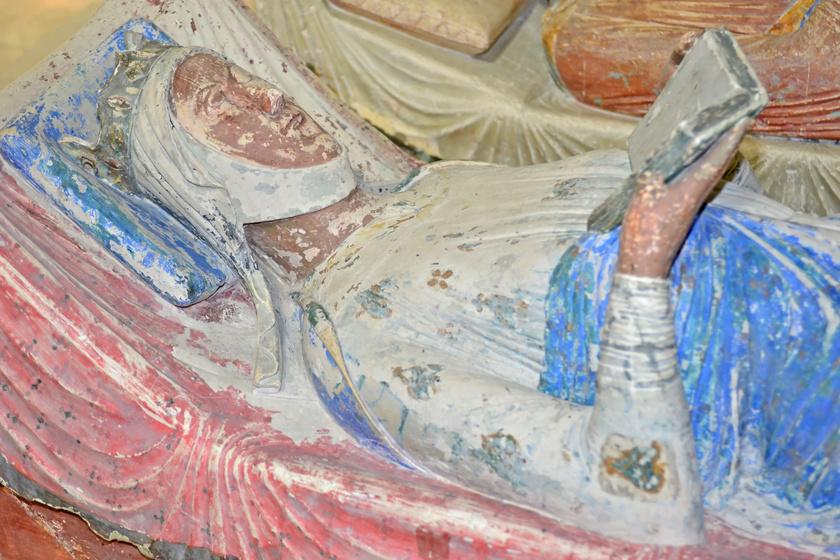 Aquitániai Eleonóra sírja.