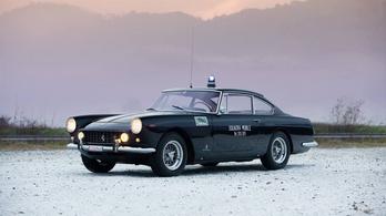 Eladó egy Ferrari 250 GTE, ami rendőrautó volt, és nem akármilyen története van