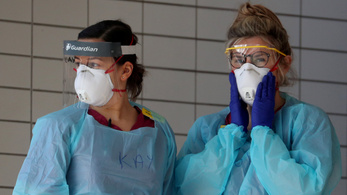 A női NHS-dolgozók veszélyben vannak, mert a maszkokat férfiakra méretezték