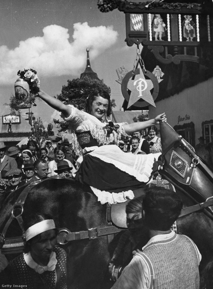 A szép hölgyekből sem volt sosem hiány, akik kifejezetten örültek neki, ha ünnepelte őket a sokaság