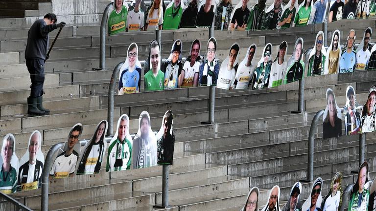 A járvány miatt elmaradt futballmeccsek pótlása nélkül is lezárhatják a bajnokságokat