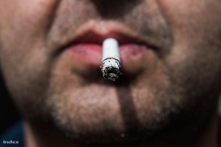 a dohányzás fájdalma a jobb oldalon