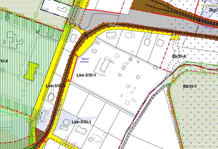 Részlet az érvényes szabályozási tervből, amin látszik, hogy az önkormányzat szeretné a Csillagvizsgáló út két szakaszát a telken át összekötni. A sok kis apró épület még a zártkerti vityillókat jelzi.