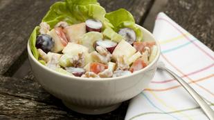 Ötlet könnyű vacsorára: gyors Waldorf-saláta salátaleveleken