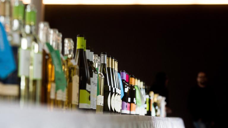 Most csak a legolcsóbb és a méregdrága bort viszik