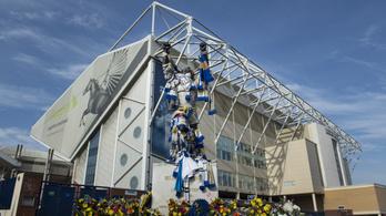 A koronavírusban meghalt klublegendáról nevezik el a Leeds stadionjának lelátóját