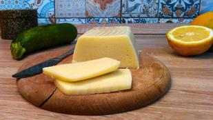Cukkiniből sajt: szendvicsfeltét glutén-, tej- és tojásmentesen