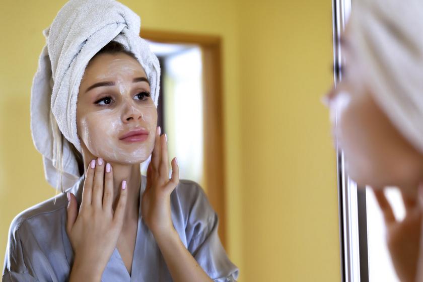 Összehúzza a pórusokat és mélyen kitisztítja a bőrt a házi arcmaszk: csak 4 összetevő kell hozzá