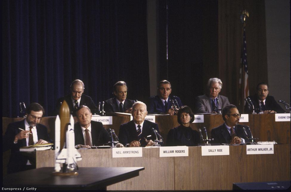 1986-ban a Challenger katasztrófáját vizsgáló szenátusi bizottság tagjaként.