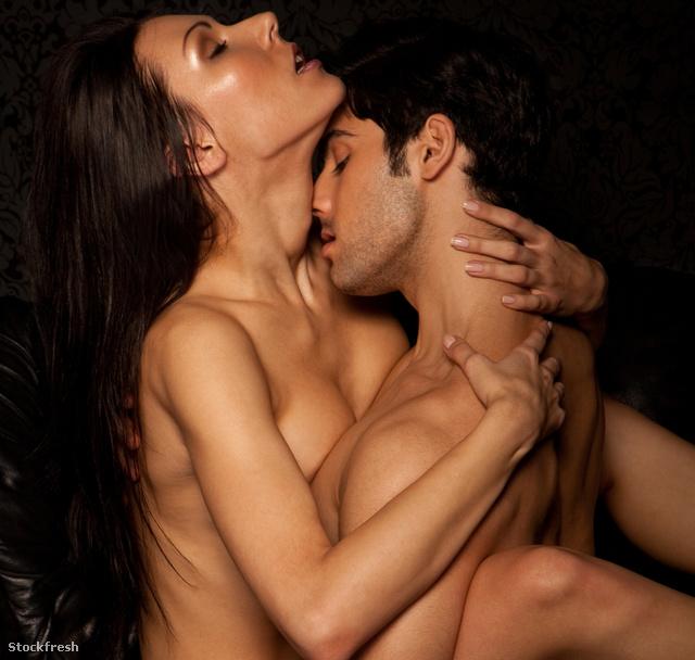 stockfresh 1532197 passionate-erotic-sex sizeM