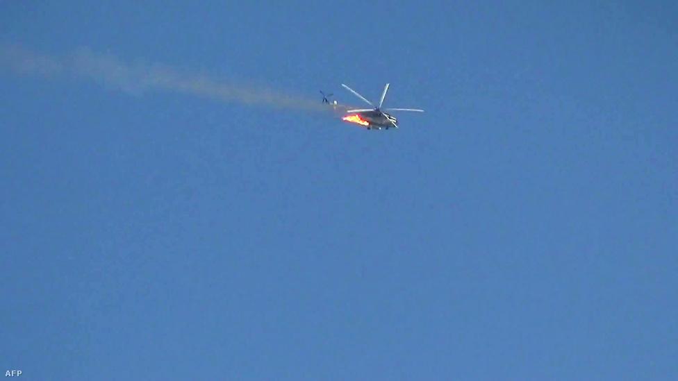 A felkelők állítása szerint ők lőtték le azt a harci helikoptert, amely Damaszkusz Kabun negyedében csapódott be. Az állami tévé is megerősítette, hogy egy helikopter lezuhant a főváros felett, azt ugyanakkor nem pontosította, hogy a felkelők lőtték-e le a gépet.