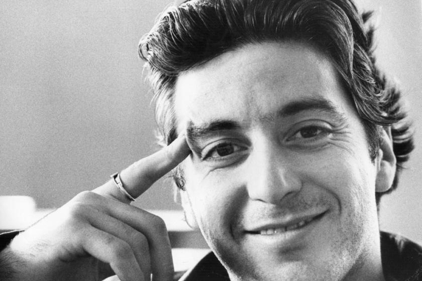 1974-ben készült róla ez a portréfotó, az akkor 34 éves sztárnak szívdöglesztő mosolya volt.