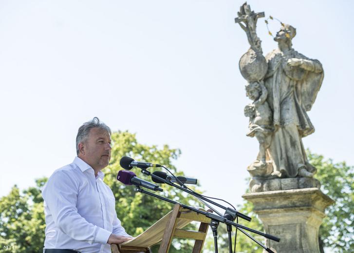 Tósoki Imre (Fidesz-KDNP) polgármester a Levendula Hetek megnyitóján Tihanyban 2019. június 14-én.