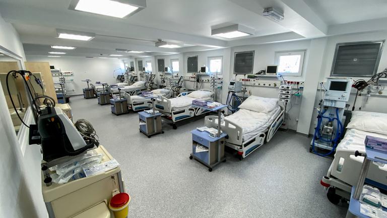Megnéztük a két hét alatt felhúzott járványkórházat