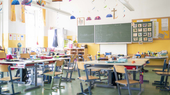 Két csoportra osztják az osztályokat Ausztriában, úgy indítják újra az iskolákat