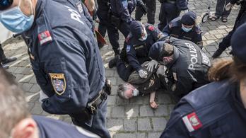 A tiltás ellenére a járvány miatti korlátozások ellen tüntettek Bécs belvárosában