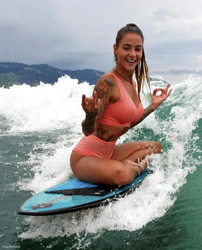 A svájcban élő, félig olasz, félig török Özer (szakmáját tekintve projektmenedzser) azonban, mint említettük, szeret szörfözni, úgyhogy kitalálta, hogyan teheti meg ezt a négy fal között.