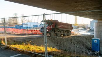 Hulladékot építhettek a szlovák D4-es autópályába, elbontatják egy szakaszát