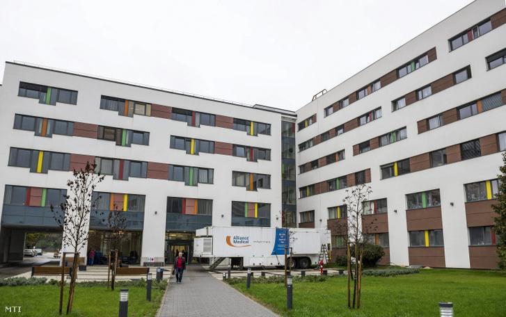A tatabányai Szent Borbála Kórház központi épülete
