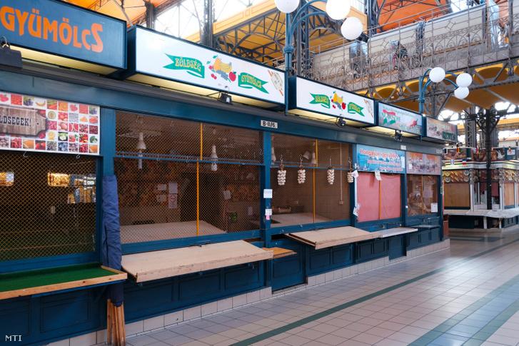 A Fõvám téri Központi Vásárcsarnok üzleteinek egy része zárva tart a koronavírus-járvány miatt