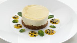 Azért a hidegen készülő, bodzás sajttortánál nem sok finomabb, tavaszi desszert létezik