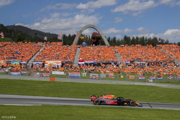 Max Verstappen a Red Bull holland versenyzője a Forma-1 Osztrák Nagydíján a spielbergi pályán 2018. július 1-jén.