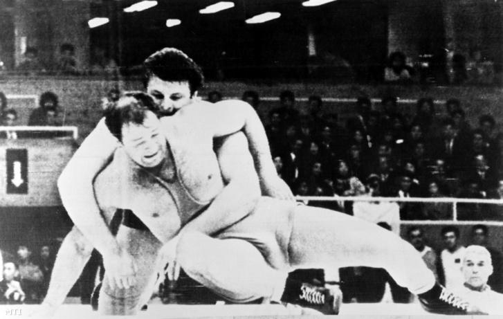 Kozma István és a szovjet Ruscsin küzdelme a nehézsúlyú bírkózás döntőjében a XVIII. nyári olimpián. Tokió 1964. október 21.